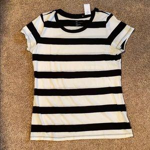 NWT Gap Tshirt size Small